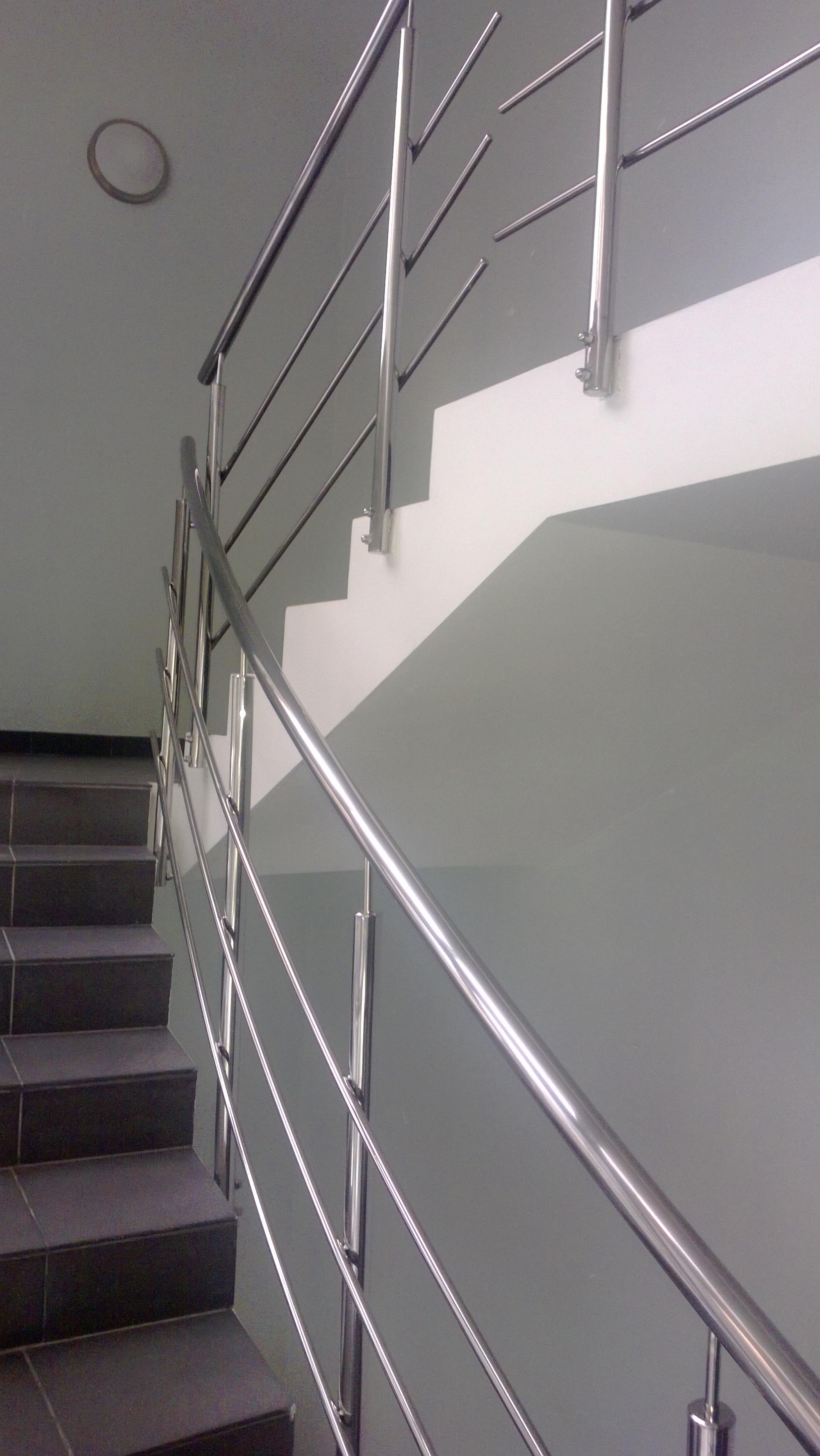 Перила для лестниц из нержавейки на три наполнения