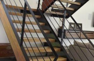3 лестница на титиве из швелера