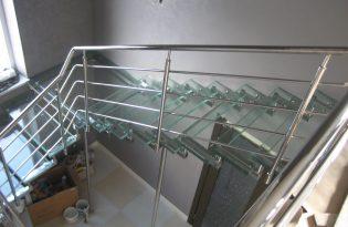 перила на стеклянную лестницу №9